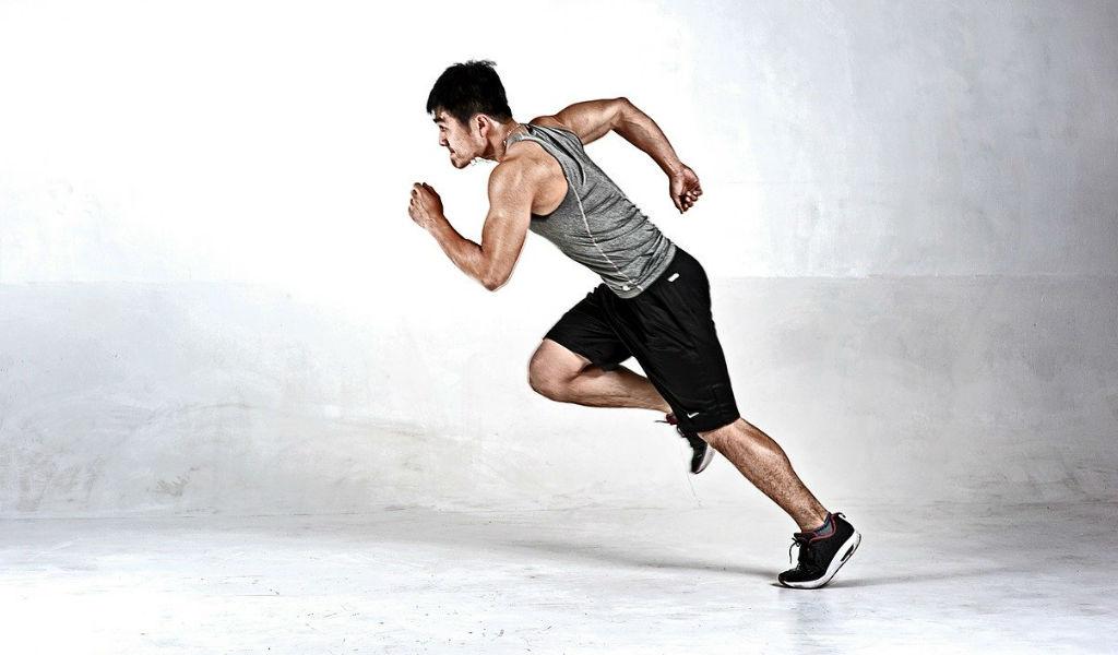走っている人の画像