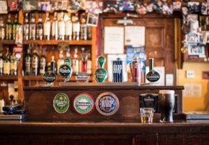 様々なビールの画像