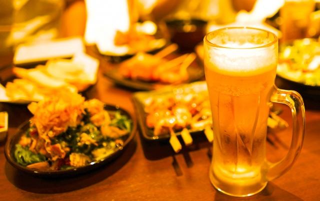 ビールとおつまみの画像