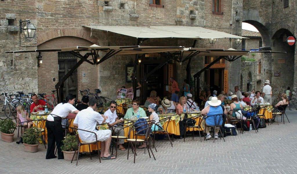 イタリアのカフェの画像