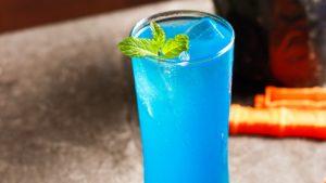 青色のカクテル