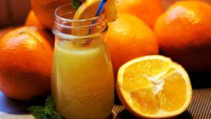 オレンジのカクテルの画像
