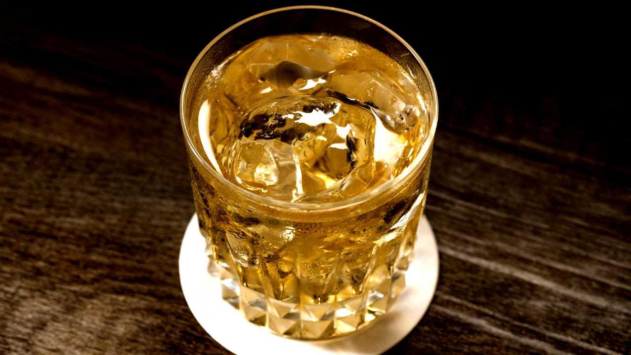ウイスキー水割りの画像