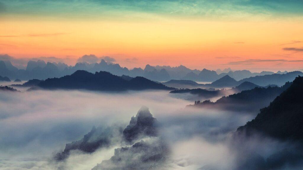 山の雲の画像